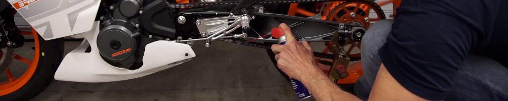 grasa cadena moto para poner a punto tu motocicleta desde casa